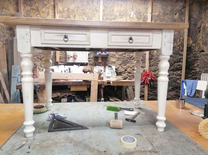 Pracovní / psací stůl s dubovou deskou, se 2 šuplíky