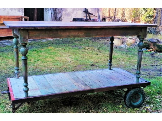 Venkovský jídelní stůl s přiznaným stářím dřeva - Mr. Wise