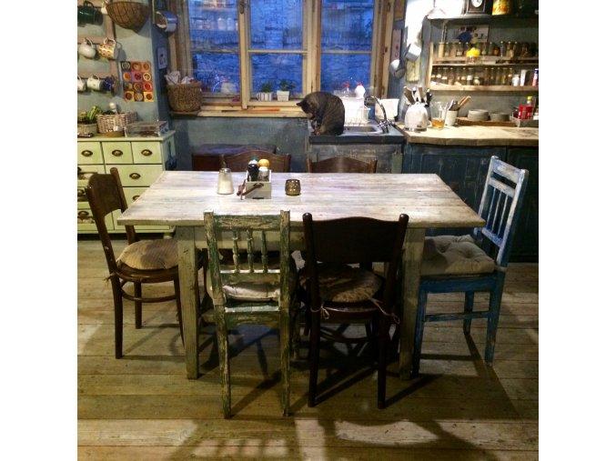 Venkovský jídelní stůl