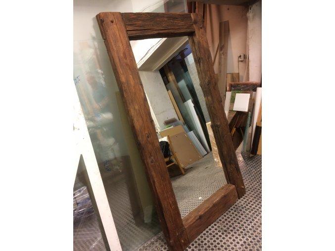zrcadlo trámy