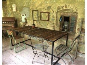 Industriální stůl s nádhernou deskou ze starého dřeva