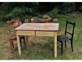 Jemný  jídelní stůl Michaela
