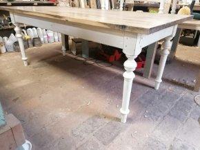 Velký jídelní stůl s dubovou deskou -  pro 6-8 osob