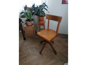 .. otočná židle Thonet  - trafikantka Marie