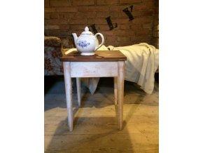 Malý odkládací stolek s úložným prostorem