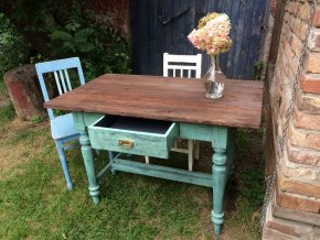 Pistáciový stůl se šuplíkem