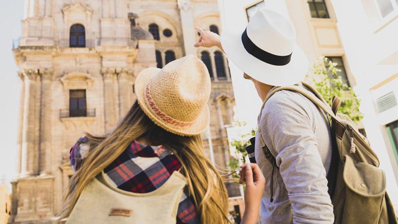 4 důvody, proč cestovat s příručním zavazadlem a jak se do něj zabalit
