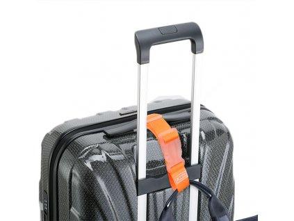 Nastavitelny popruh k zaveseni tasky k zavazadlu