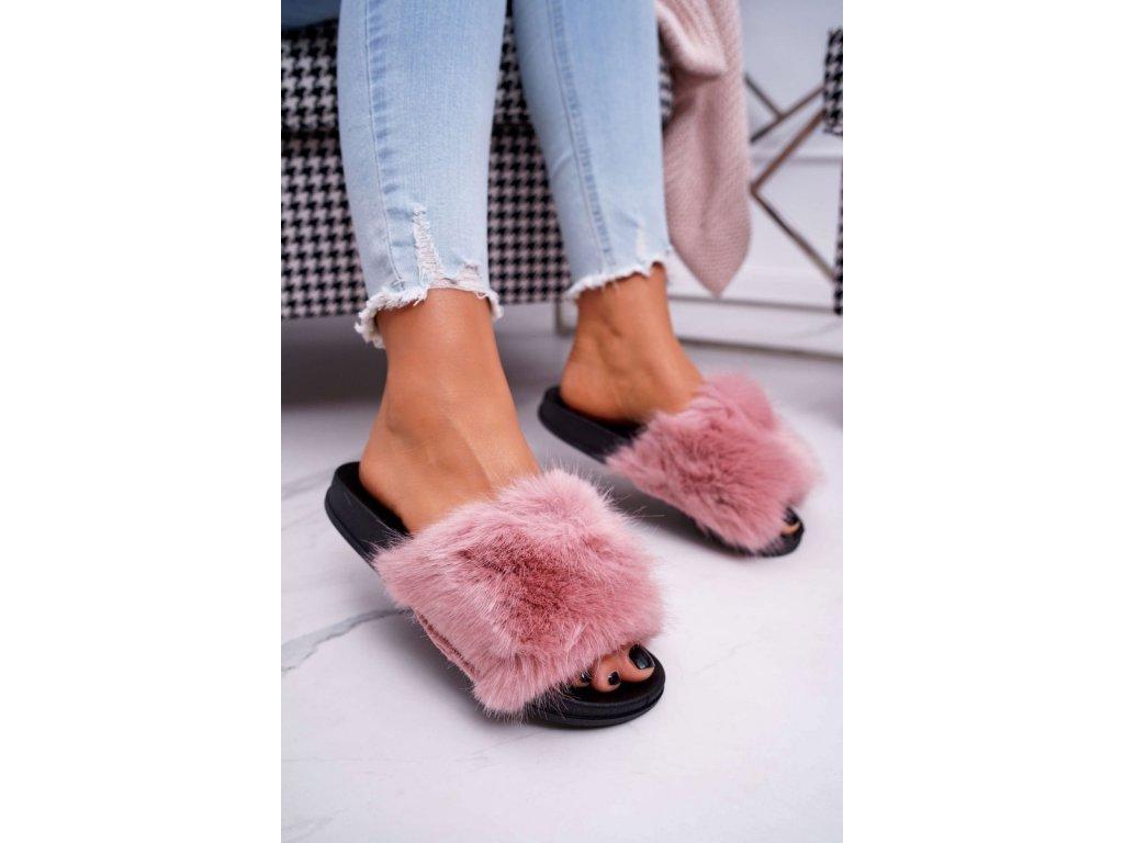 chlupaté pantofle růžové