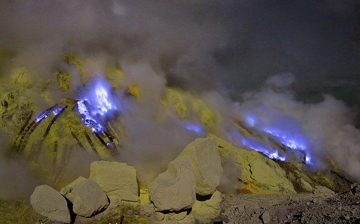 Kawah-Ijen-Volcano-4