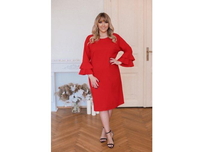 Červené šaty s volány na rukávech