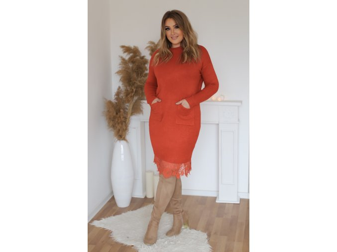 Svetrové šaty s krajkou a kapsami v červené
