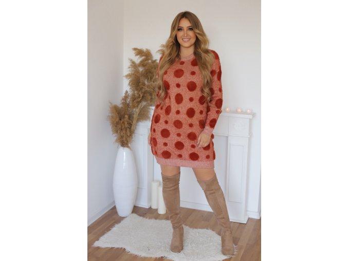 Puntíkované svetrové šaty v červené (Veľkosť XL/XXL)