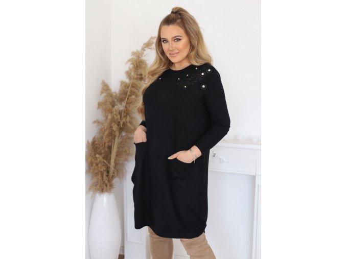 Volné svetrové šaty s krajkou na ramenou - černá (Veľkosť XL/XXL)