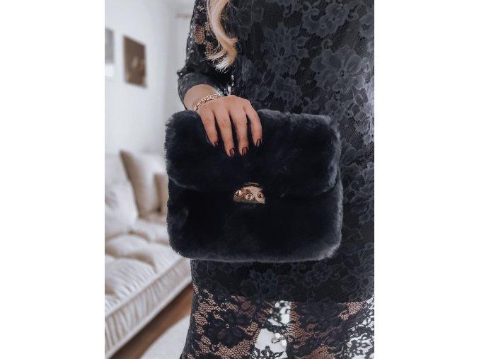 23306 1 cierna kabelka z umelej kozusiny