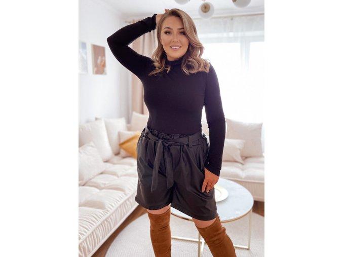 Černé šortky s efektem kůže (Veľkosť L/XL)