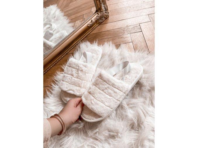 Bílé pantofle s umělou kožešinou (Veľkosť 40/41)