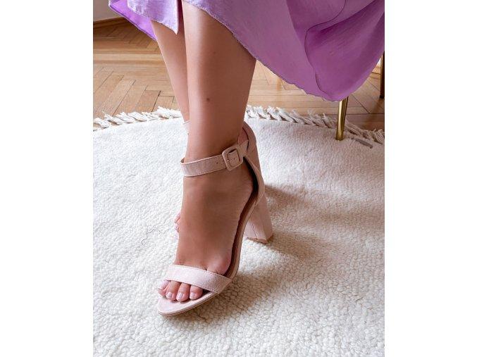Sandály na tlustém podpatku v tělové barvě (Veľkosť 41)