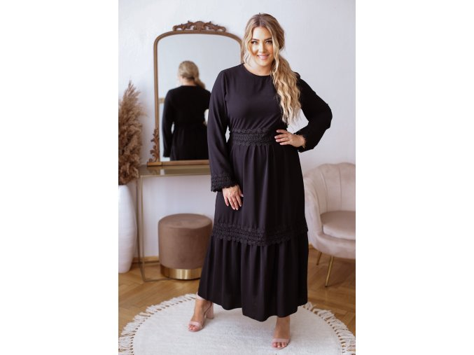 Dlouhé elegantní šaty s krajkovým páskem v černé (Veľkosť L/XL)