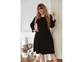 Černé šaty áčkového střihu