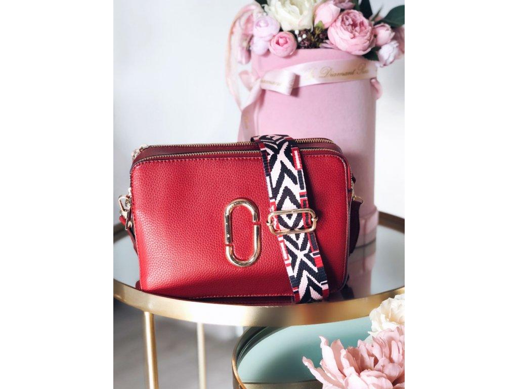 7180fcbd30 Červená crossbody kabelka s farebným popruhom