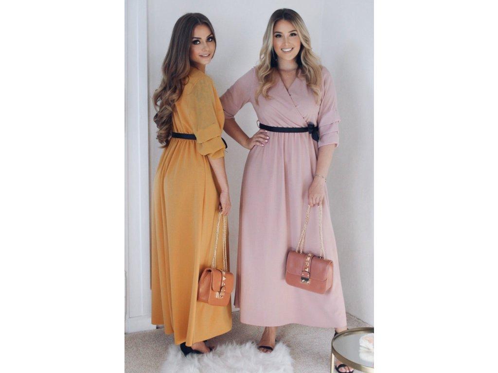 ... Dlhé svetlo-ružové šaty s čiernou stuhou ... 6e1cb1b9da3