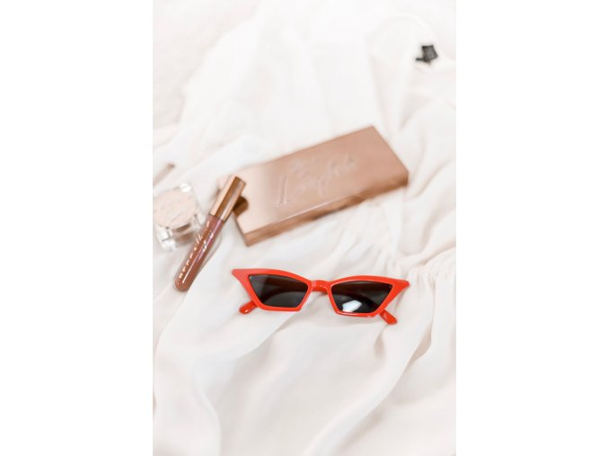 Červené cateye okuliare s tmavými sklami Elsa