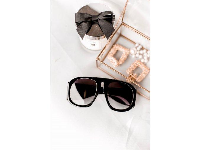 Čierne extravagantné okuliare Kourtney