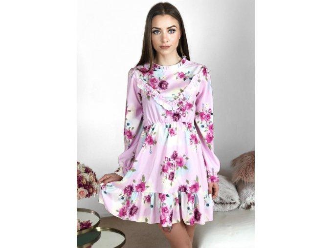 Svetlo-ružové kvetinové šaty s odhaleným chrbtom
