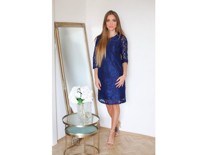 Tmavo-modré čipkované šaty s trojštrvťovým rukávom