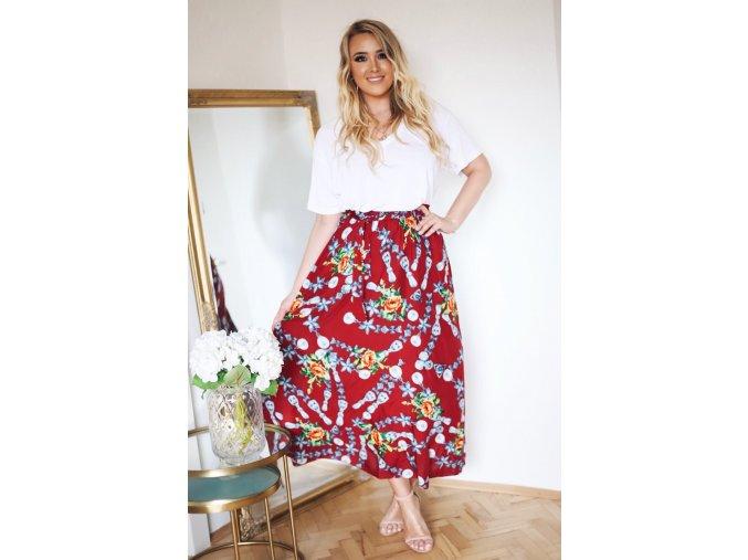 Červená sukňa s kvetinami