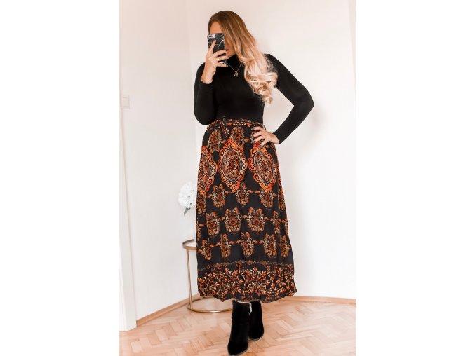 Čierna vzorovaná sukňa