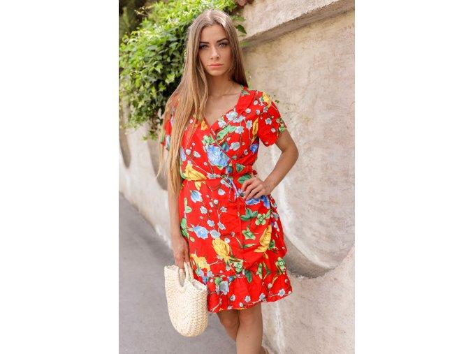 Krátke kvetinové zavinovacie šaty v červenej