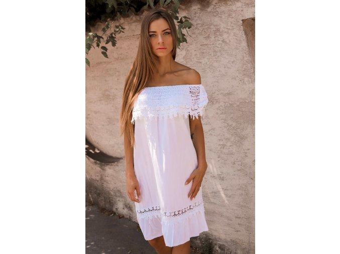 Biele šaty s odhalenými ramenami a čipkou