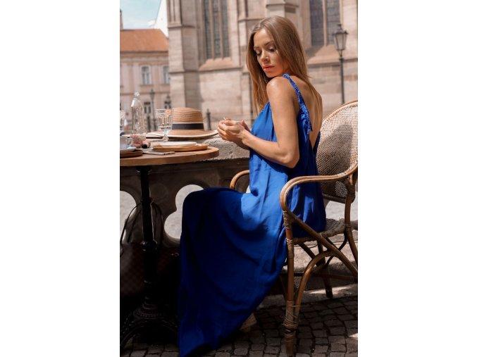 Maxi šaty s odhaleným chbrtom - tmavo-modrá