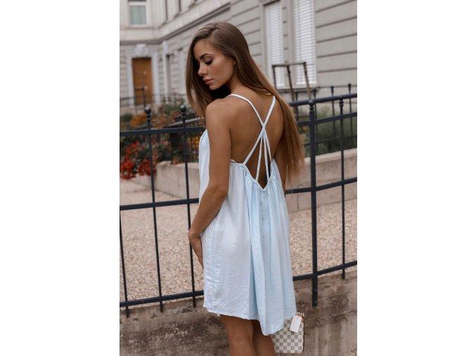 Voľné šaty s odhaleným chrbtom - svetlo-modrá