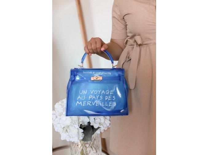 Modrá transparentná kabelka s nápisom