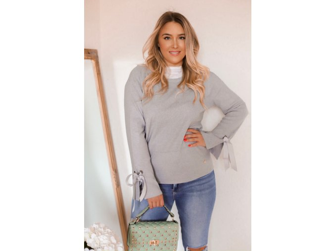 Sivý sveter s mašľami na rukávoch