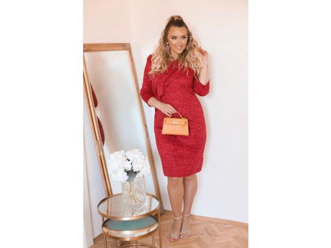 Červené svetrové šaty s volánom