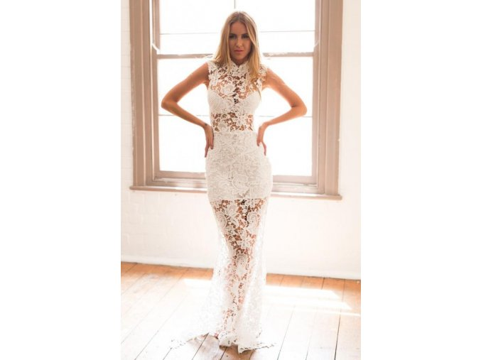 Dlhé extravagantné biele čipkované šaty