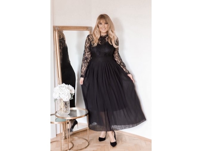 Dlhé čierne šaty s čipkovanými rukávmi a voľnou sukňou