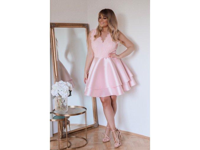 Svetlo-ružové minišaty s veľkou sukňou