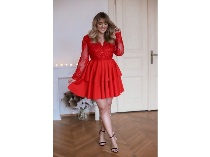 Červené minišaty s veľkou sukňou