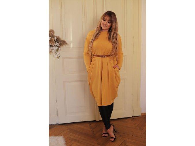 Žlté svetrové šaty so širokými vreckami