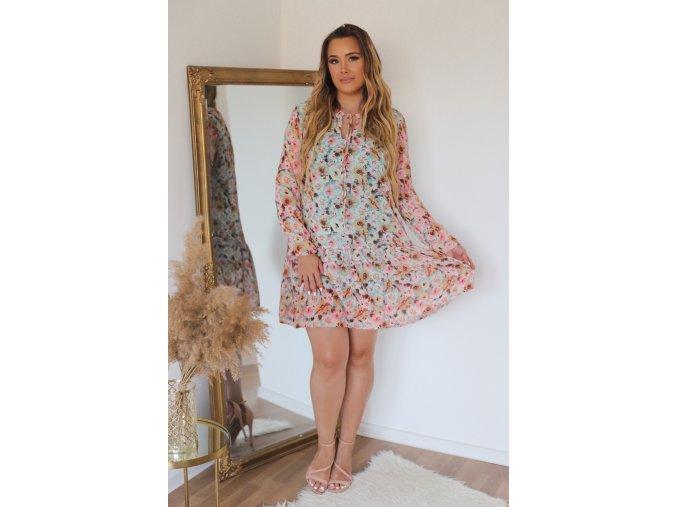 Krátke farebné kvetinové šaty s dlhým rukávom