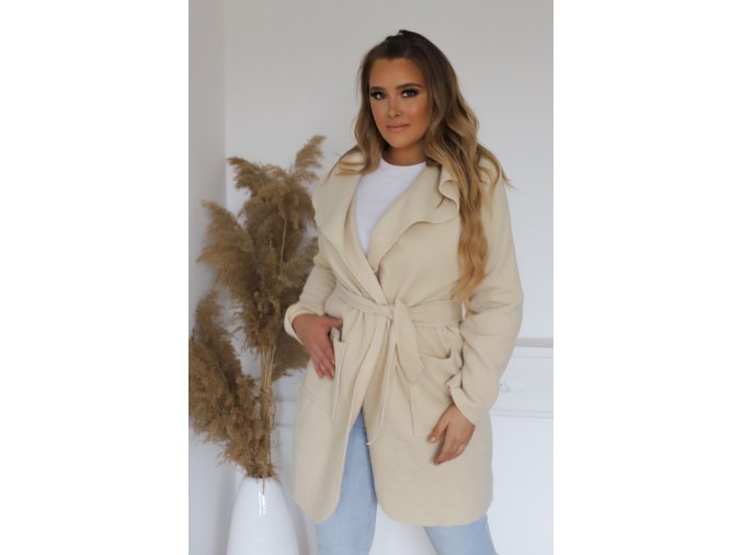 Dámsky kabát v krémovej farbe