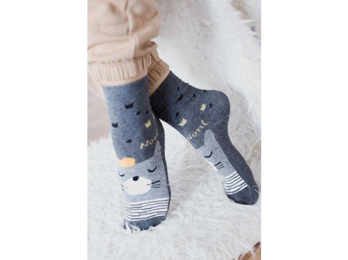 Sivé ponožky s lesným zvieratkom