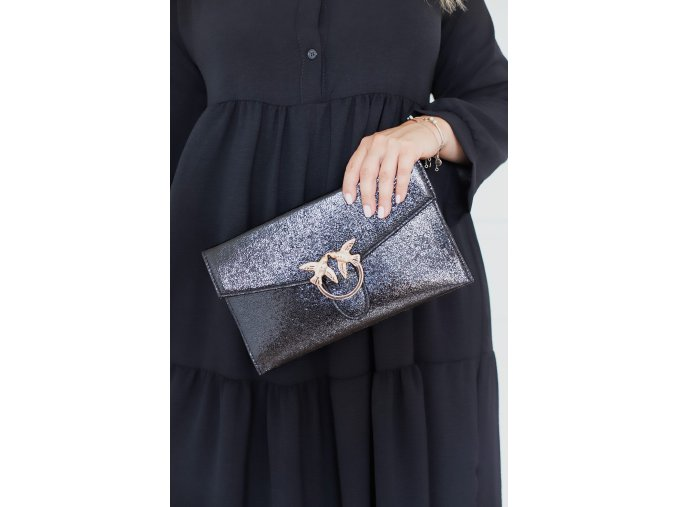 Čierna listová kabelka s odleskom