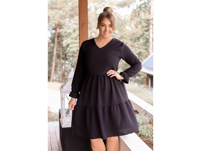 Čierne šaty s dlhým rukávom a výstrihom do V