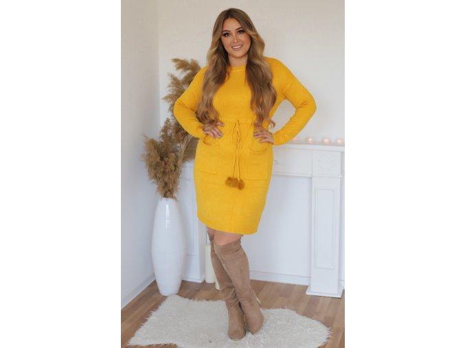 Svetrové šaty s brmbolcami v žltej